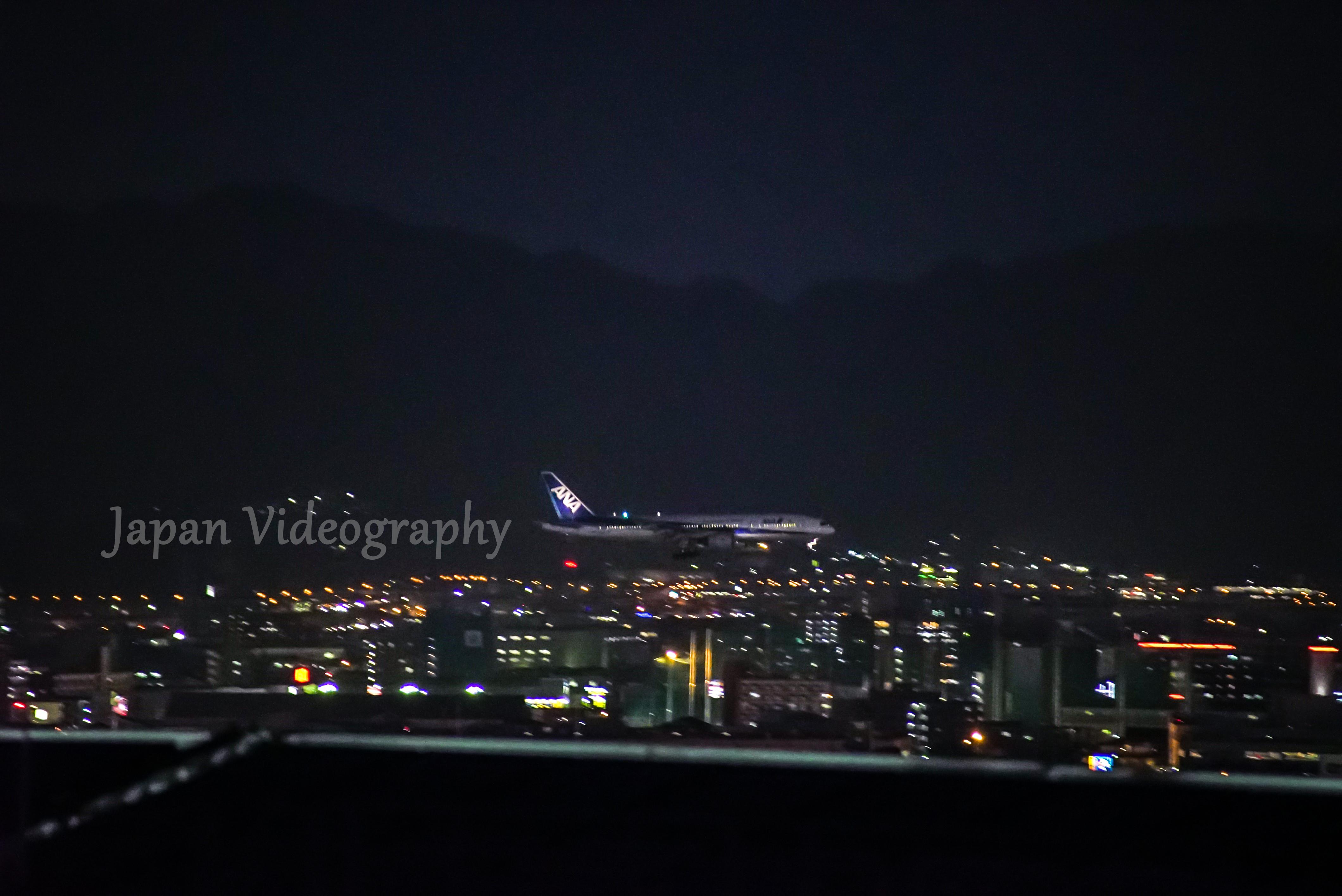 福岡県福岡市 博多駅ビルから眺める夜景と飛行機